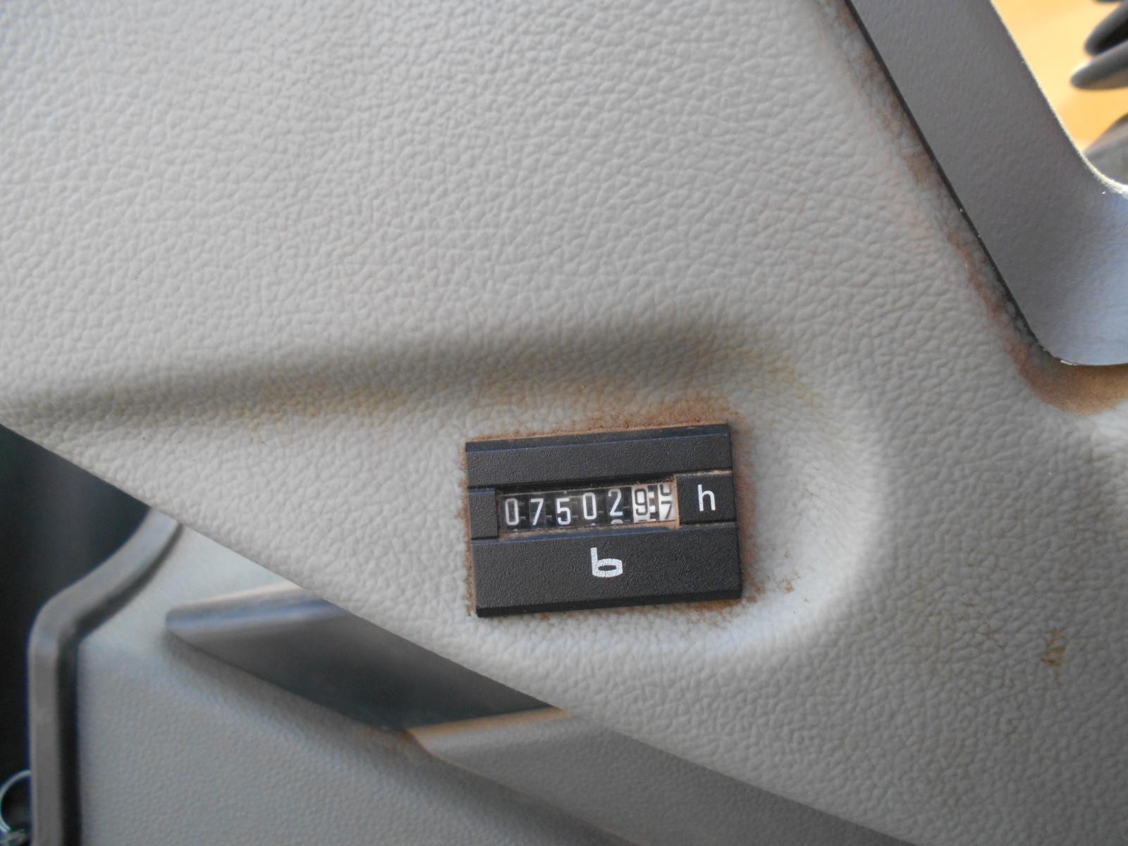 R936-38699 24.JPG