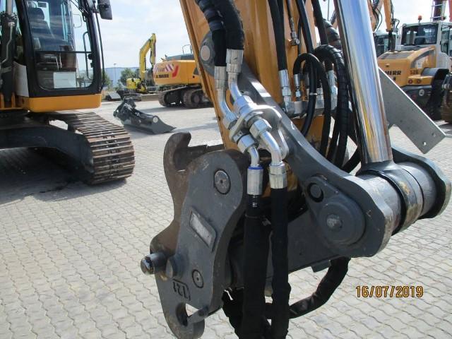 R920 LC-1310-42889_7.jpg