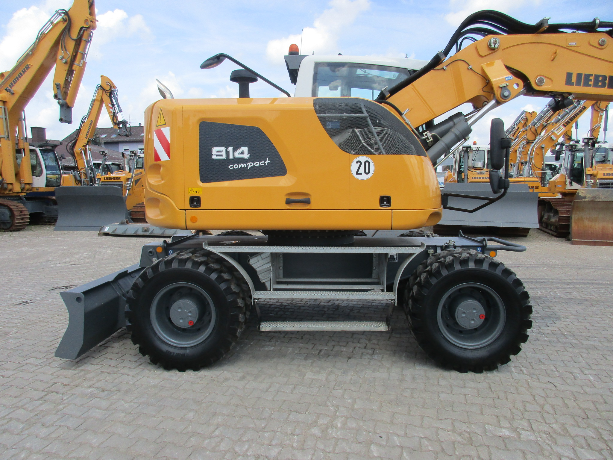 A914 Compact LI-1188-77728 - ex LMP_002.JPG