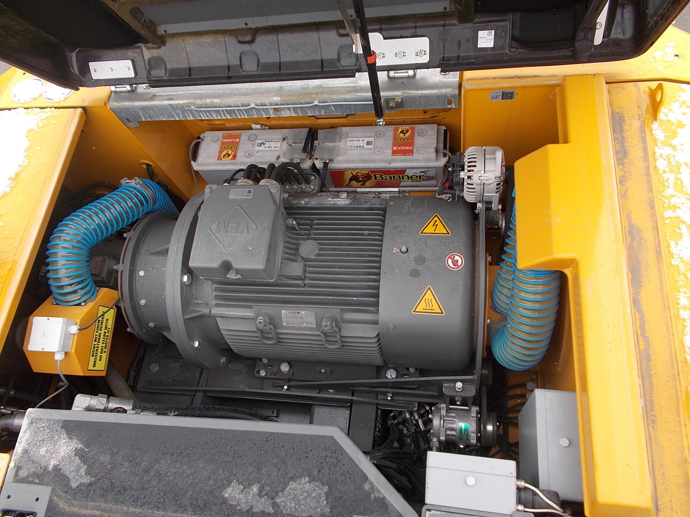 LH 26C Electric-1704-83202_009.JPG