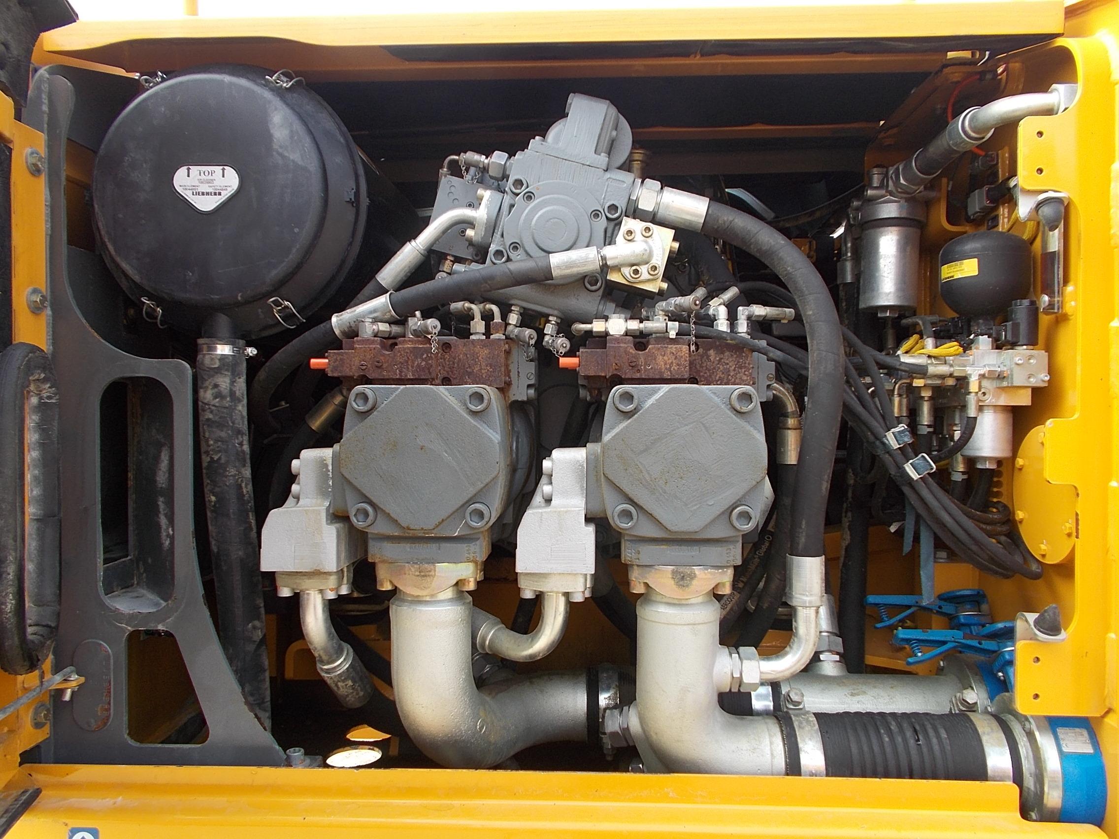 R 954C HD LI-976-30607_005.JPG