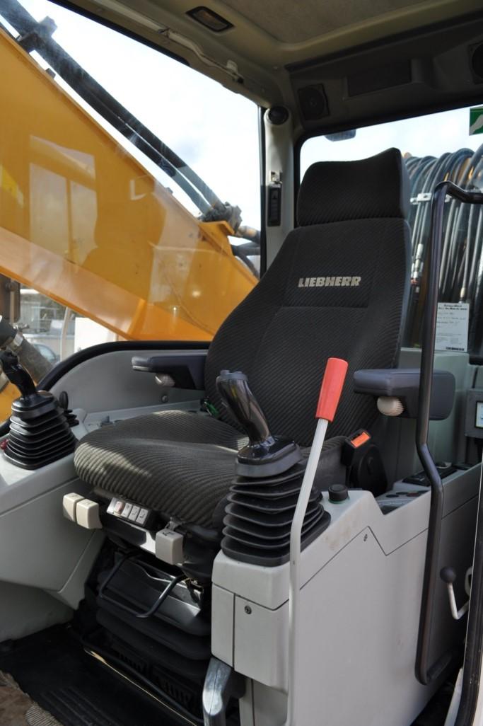 A934C 44519 (15) cab.jpg
