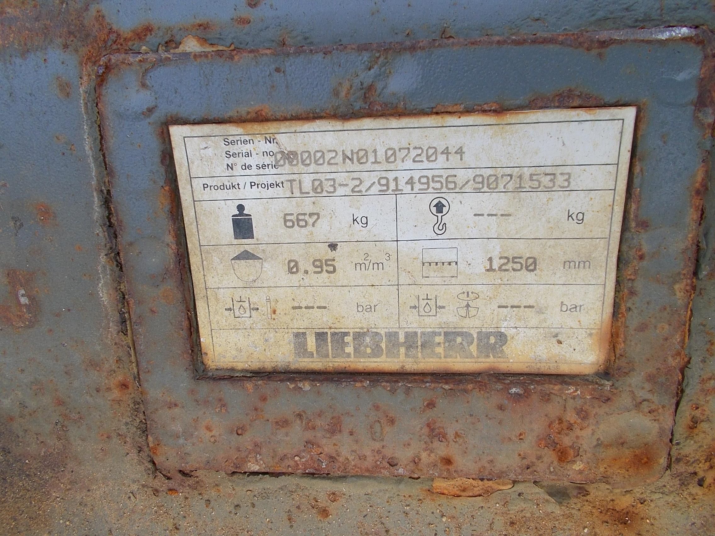 R900C LC LI-1076-60176_012.JPG