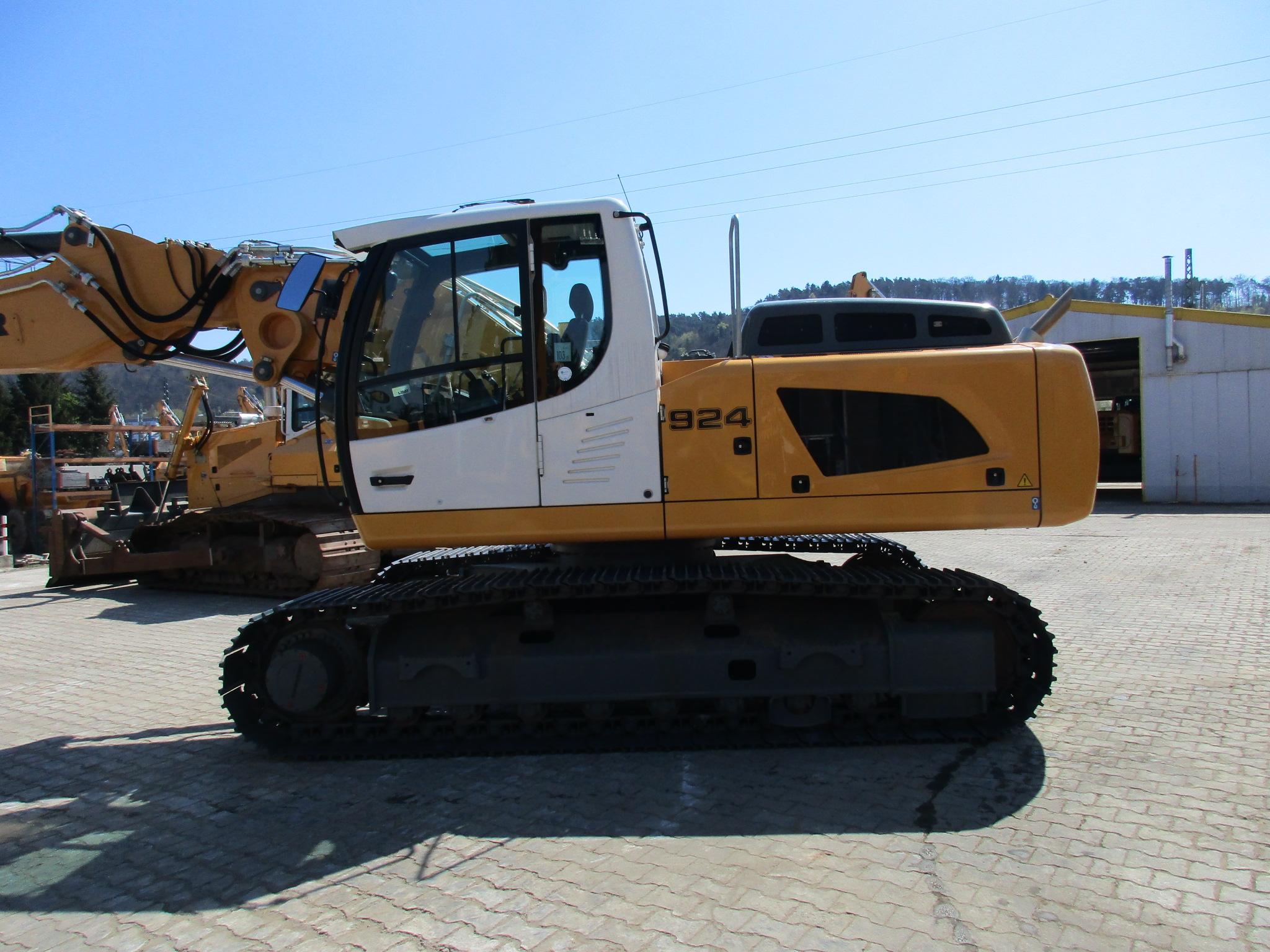 R 924 LC LI-1318-37395_002.JPG