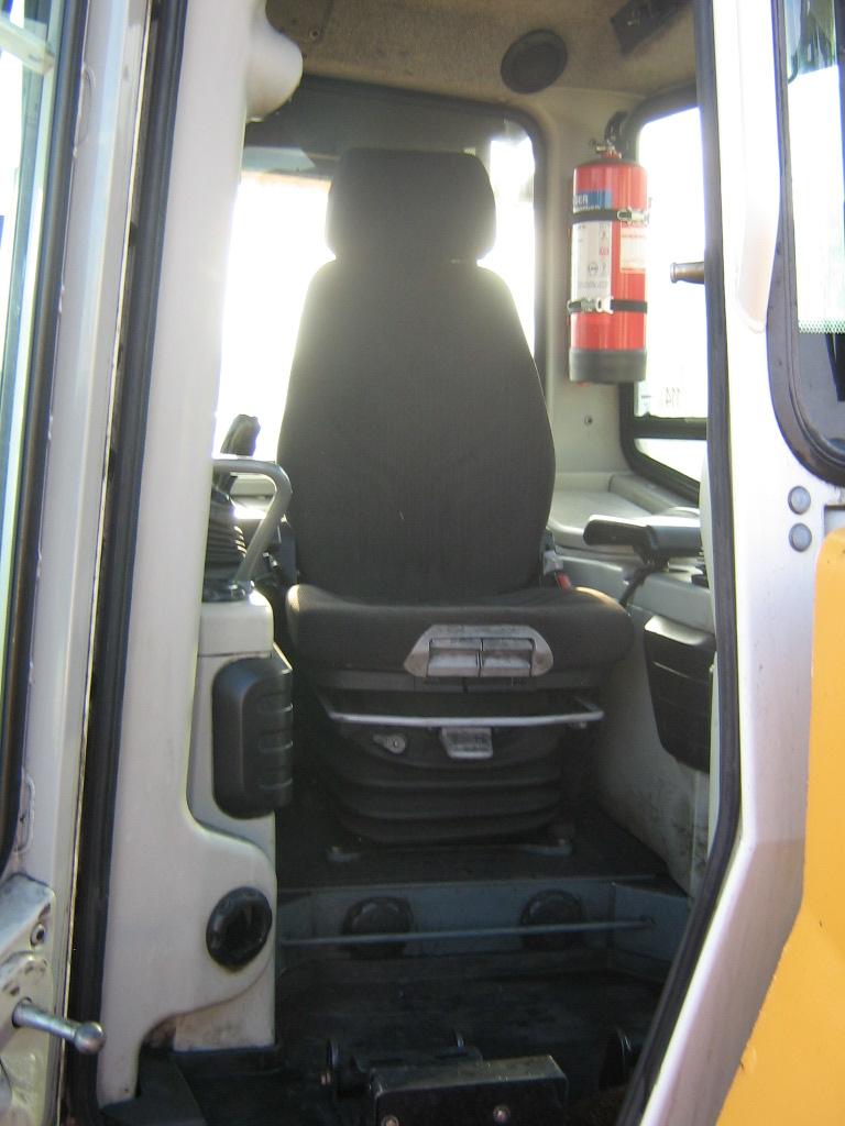 PR764 12457 (11) cab.JPG