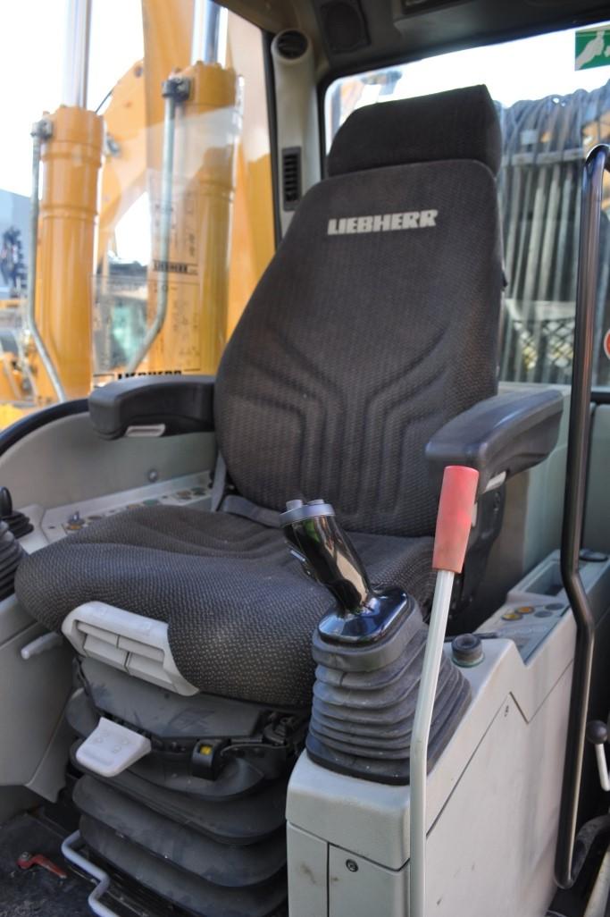 A904C 60915 (14) cab.jpg
