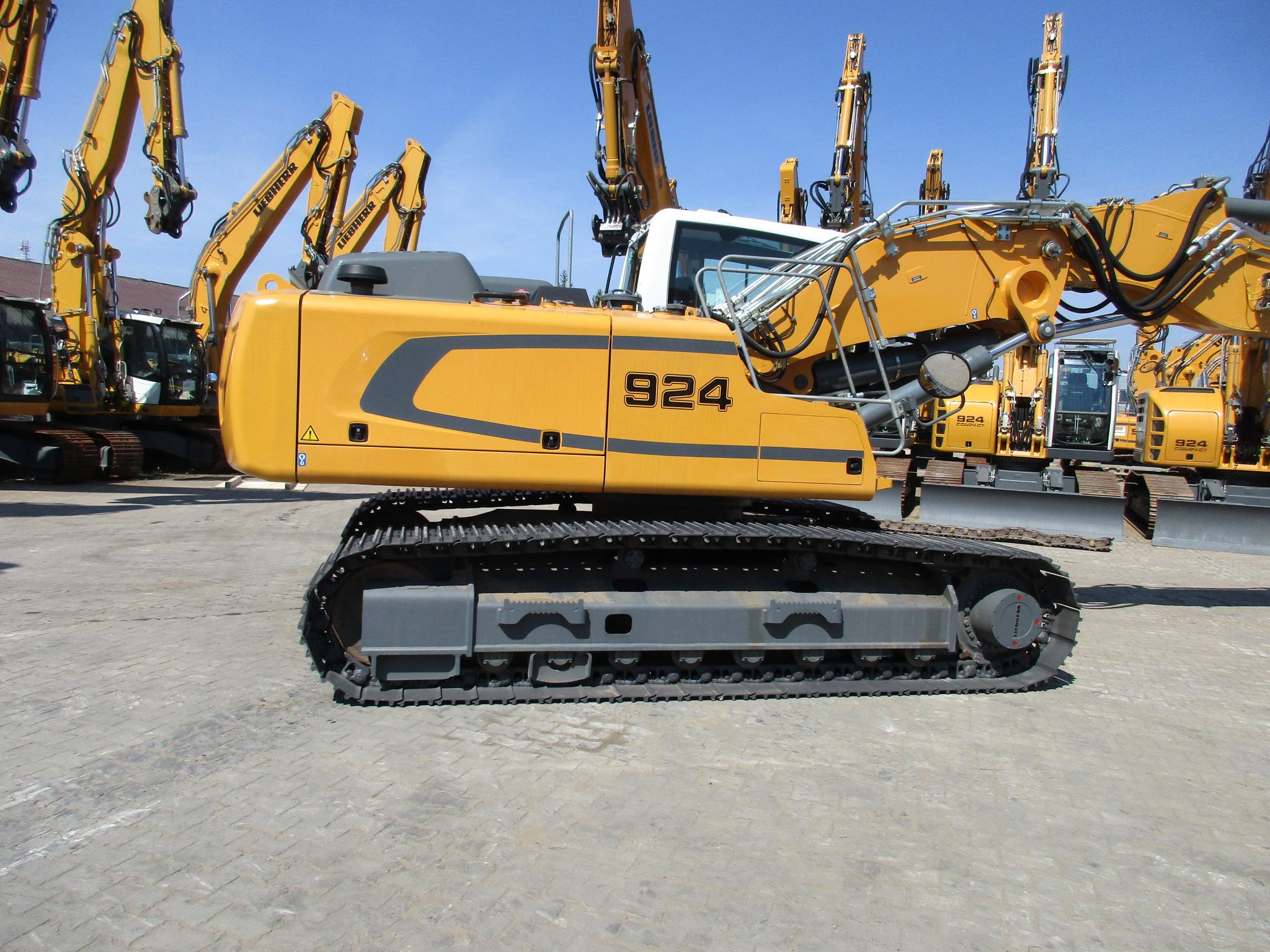 R 924 LC LI-1318-37395_005.JPG
