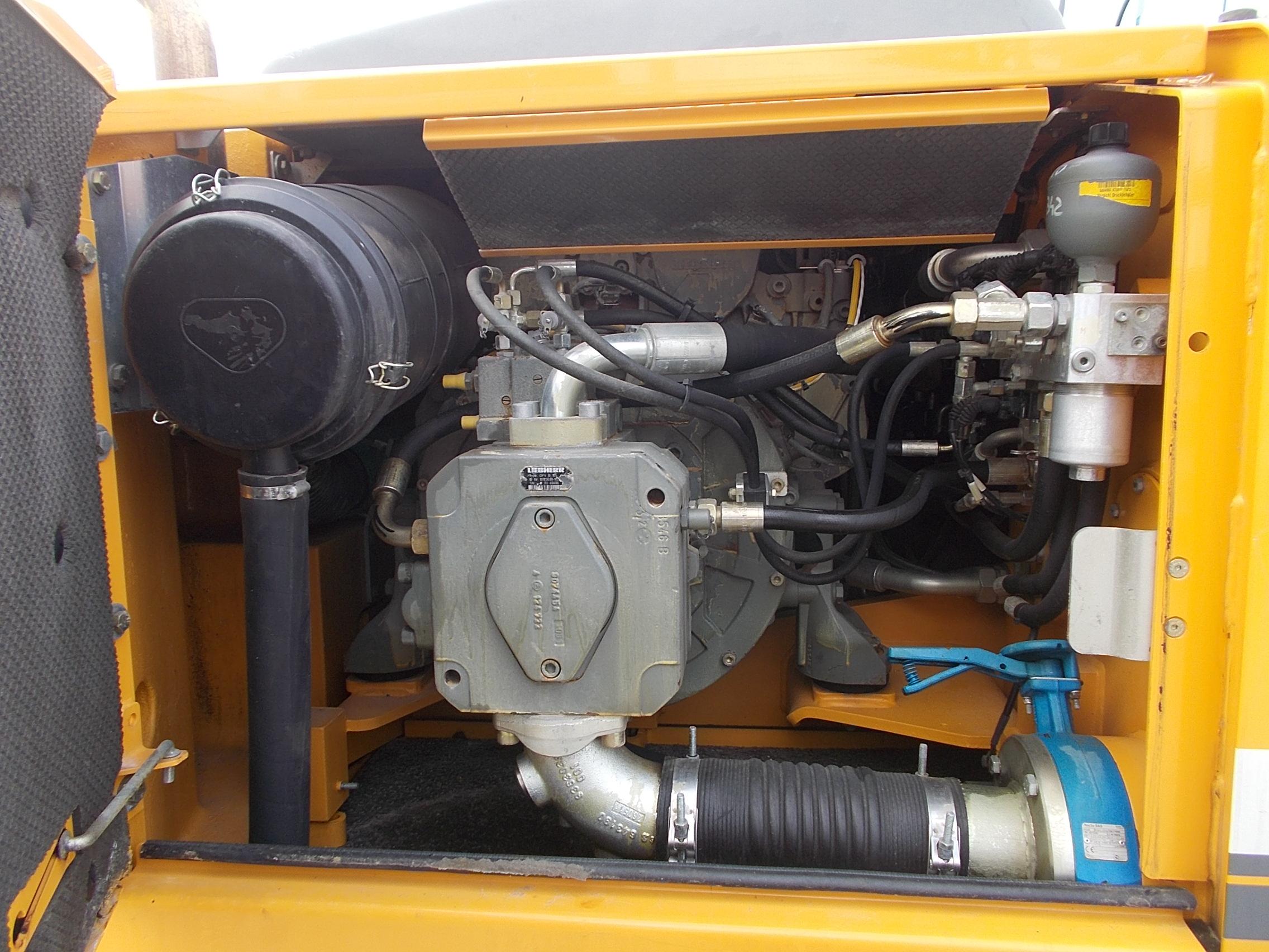 R900C LC LI-1076-60176_005.JPG
