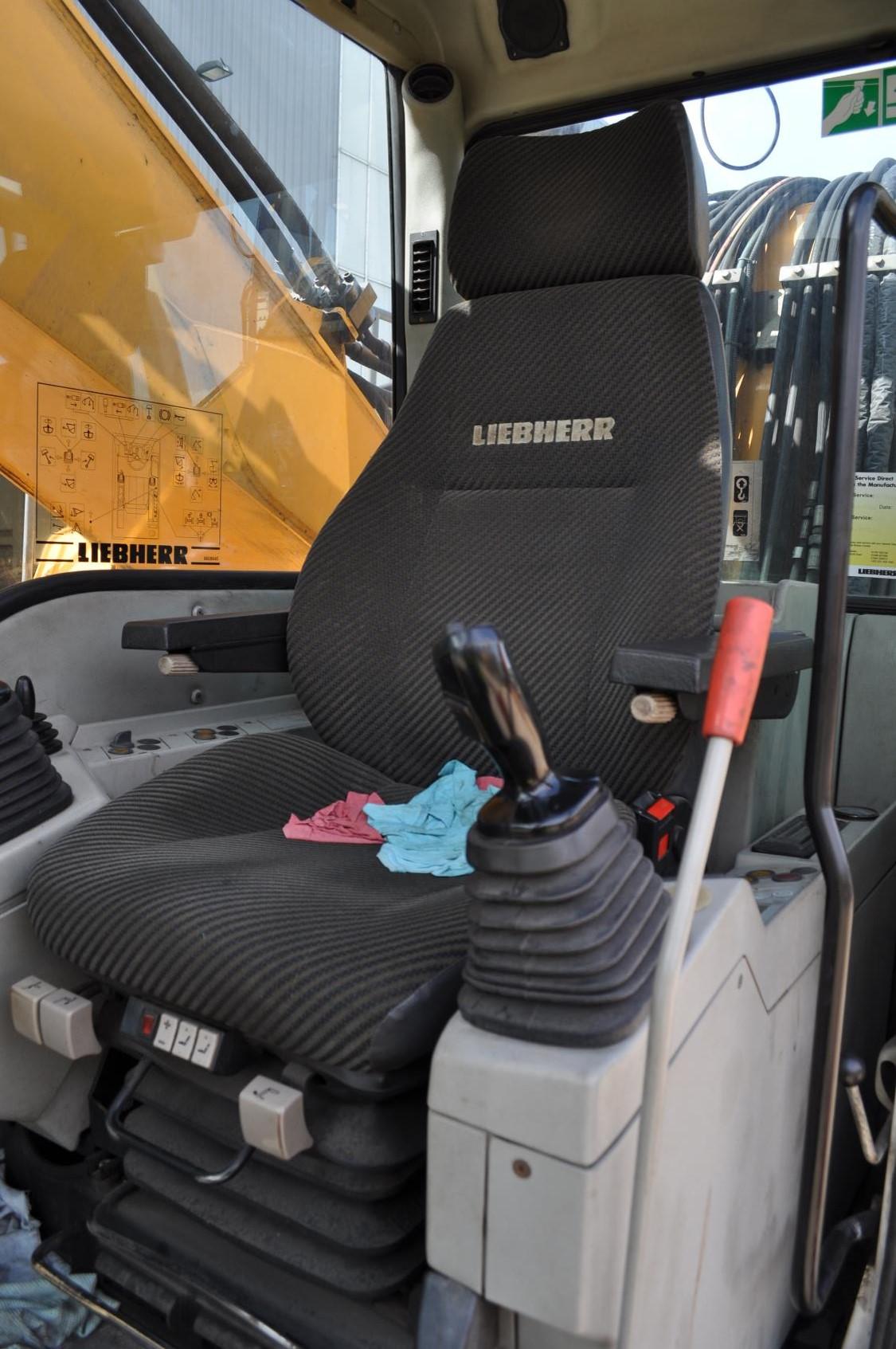 A934C 33241 (12) cab.jpg