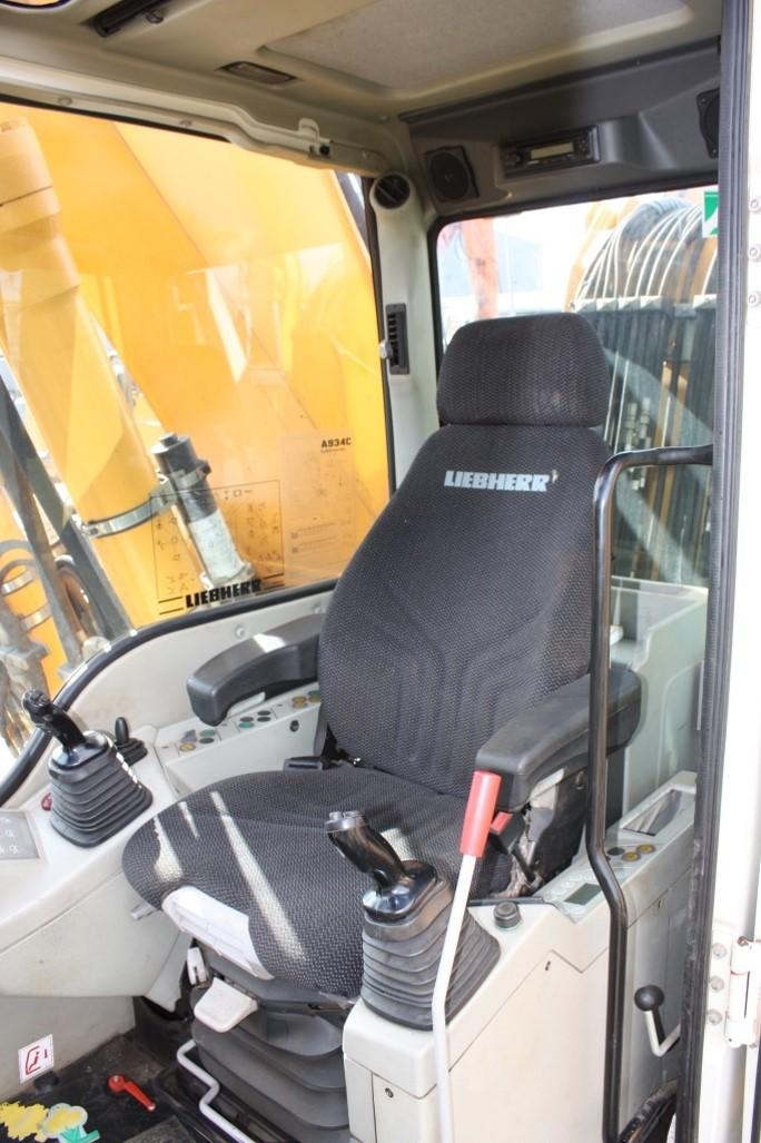 A934C 52988 (10) cab.jpg