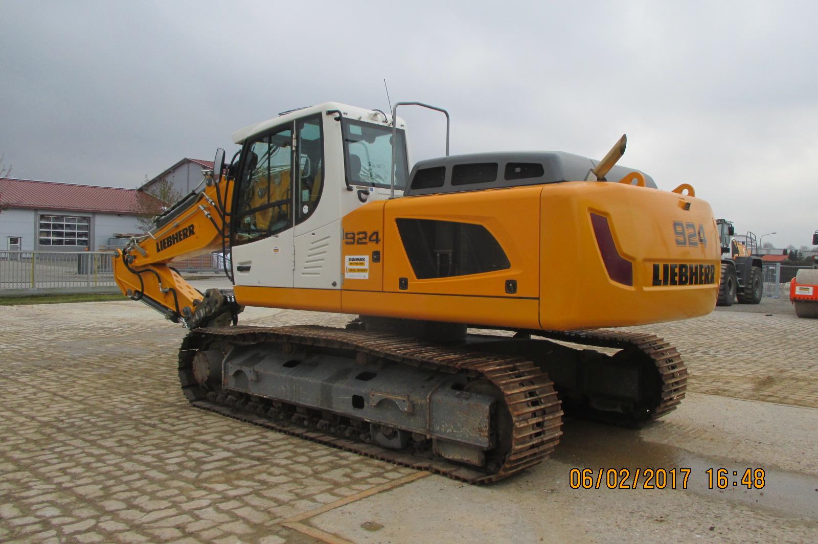 R924 LCLI-1318-37595_002.JPG