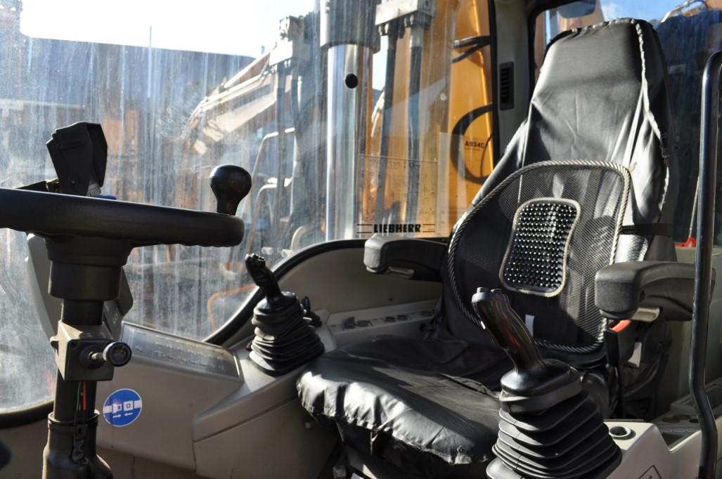 A934C 59592 (11) cab.jpg