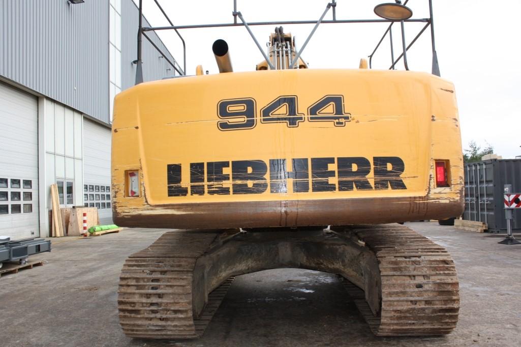 R944C 32443 (9).jpg